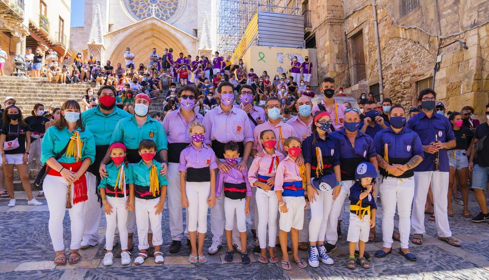 Foto de família de les quatre colles castellers de la ciutat de Tarragona després de l'acte simbòlic
