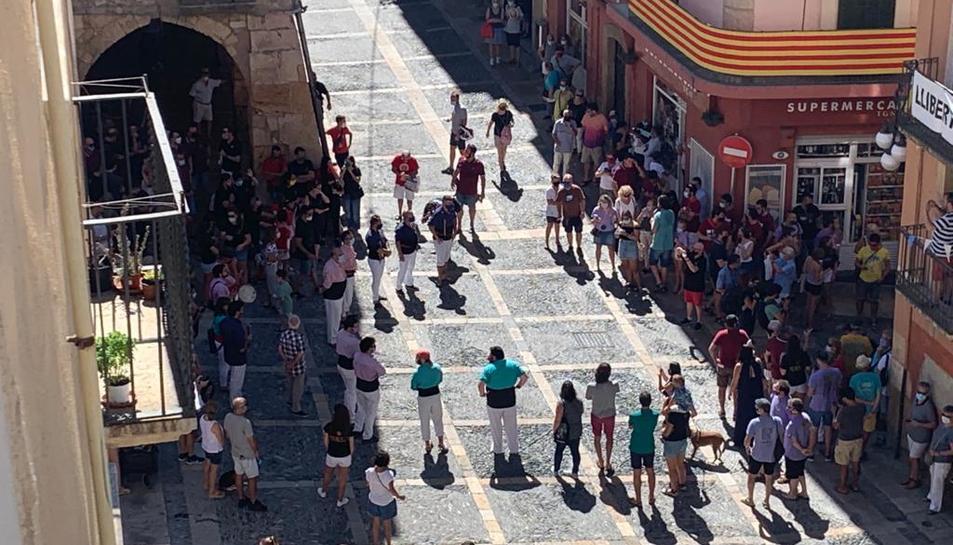 Membres de les colles castelleres al Pla de la Seu.