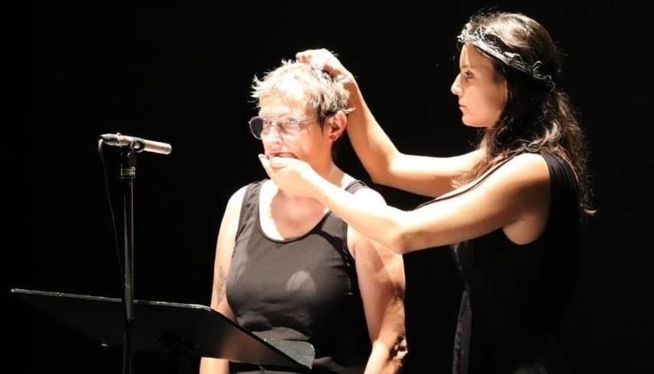 Un dels assajos de l'espectacle 'Que (no) mori el teatre!' que s'estrenarà aquest vespre al Bartrina.