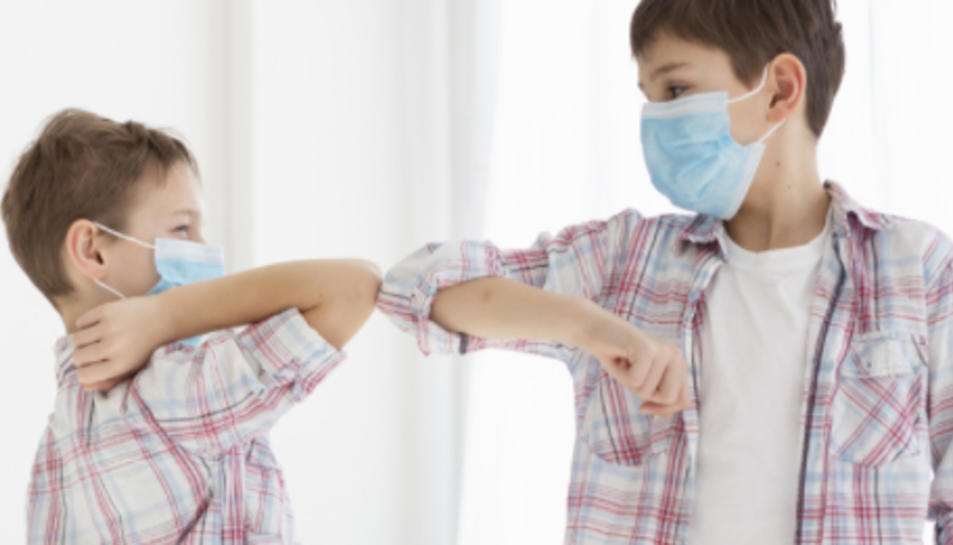 L'OMS recomana l'ús de màscara per als nens a partir de 12 anys