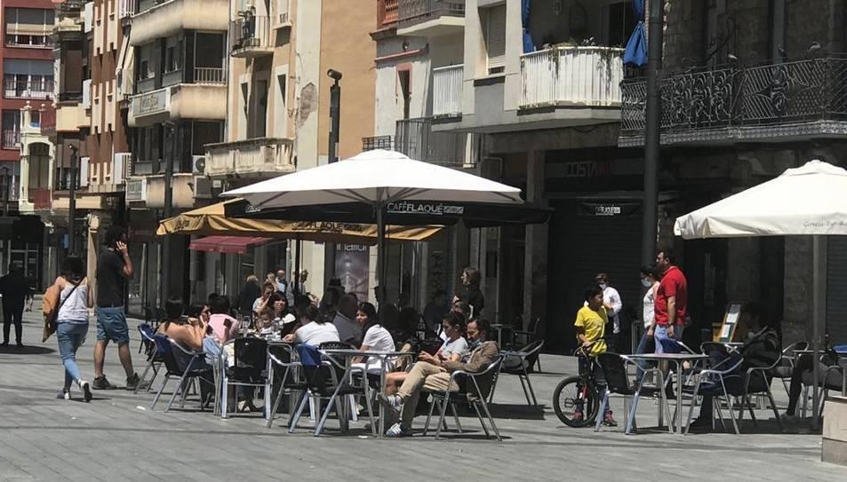 Imatge d'una terrassa de la plaça Corsini de Tarragona.
