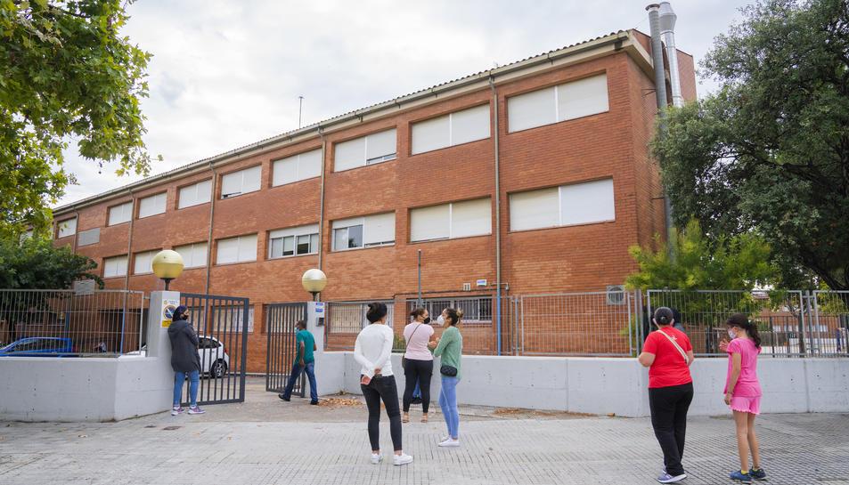 La façana exterior de l'Institut Ramon Berenguer IV de Cambrils.