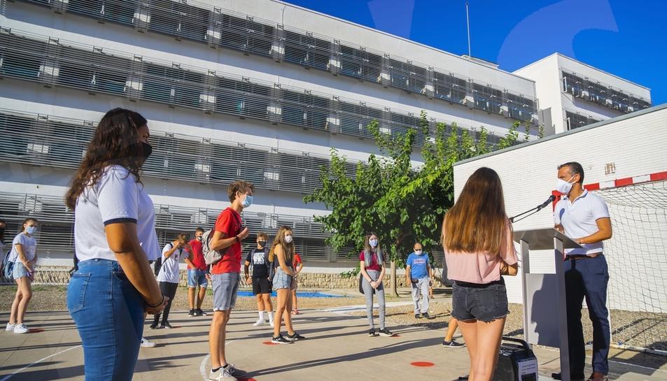 Primer dia de curs al'Institut Martí Franqués de Tarragona amb les mesures de seguretat sanitària obligades per la pandèmica del coronavirus