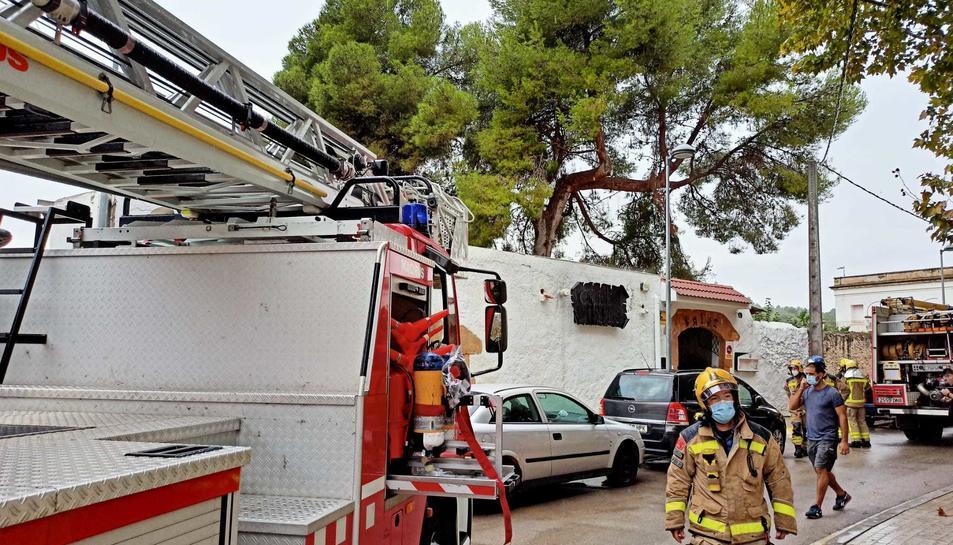 Imatge de l'exterior del restaurant poc després de declarar-se l'incendi a la cuina.