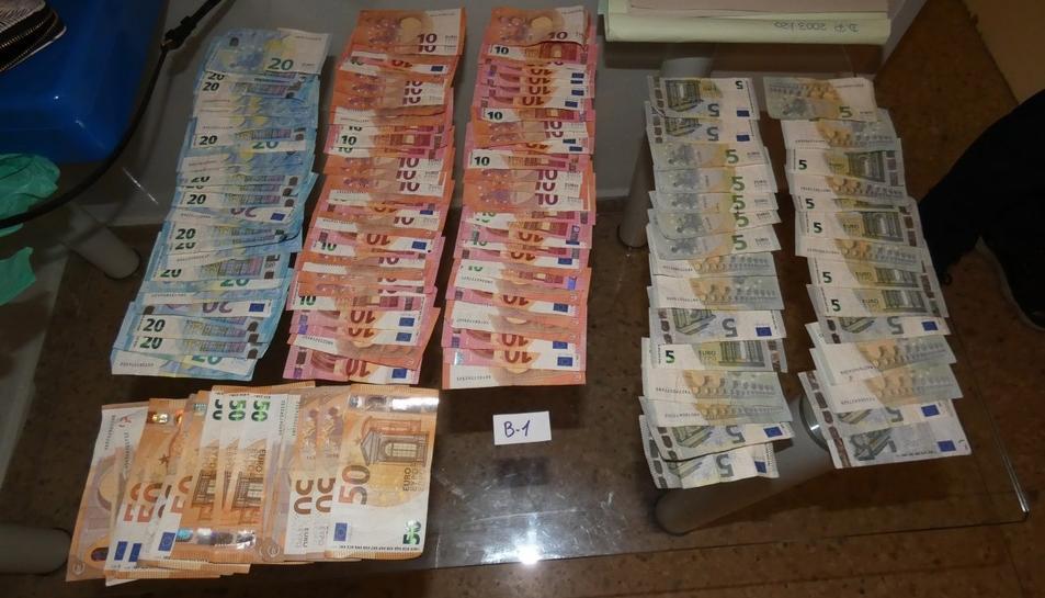 Diners en efectiu localitzats durant els registres.