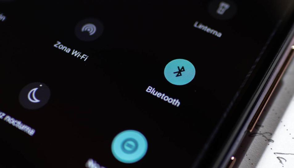 Aquesta fallada permet als atacants sobreescriure o fer menys segures aquestes claus, aconseguint així accés als dispositius que tinguin capacitats compatibles amb Bluetooth