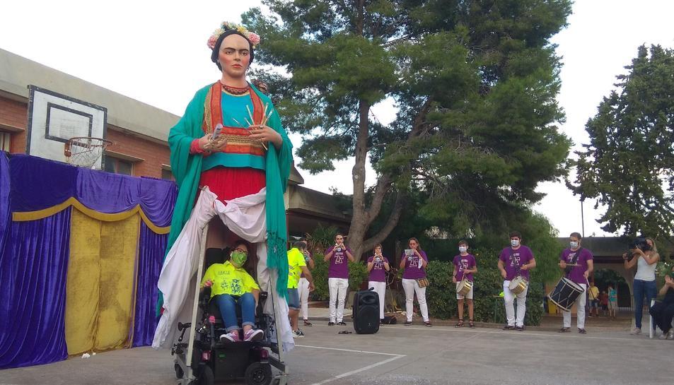 Instant del ball de la geganta Frida.