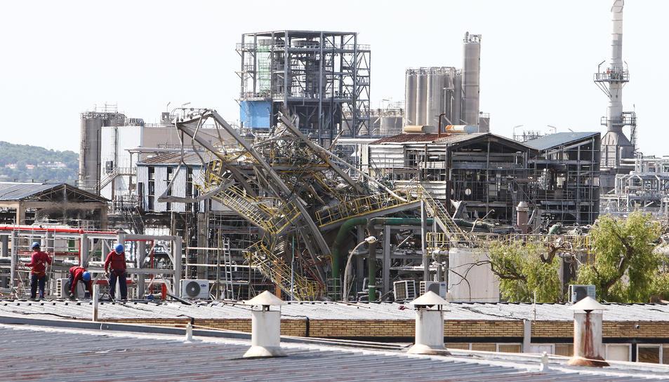 Imatge de l'estructura principal de la planta, que va quedar doblegada a causa de l'explosió.