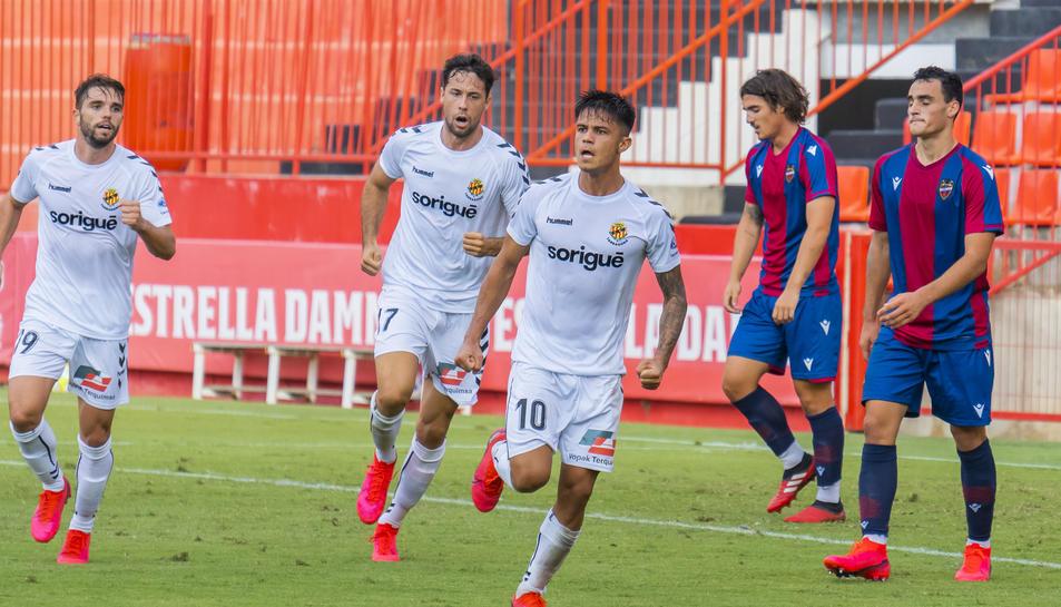 Brugui celebra el gol que va anotar després d'una centrada de Bonilla i que va suposar l'empat.