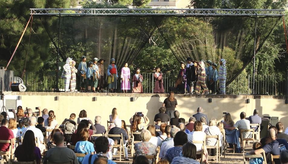 Un instant de la interpretació del Ball de Marcos Vicente, amb localitats plenes.