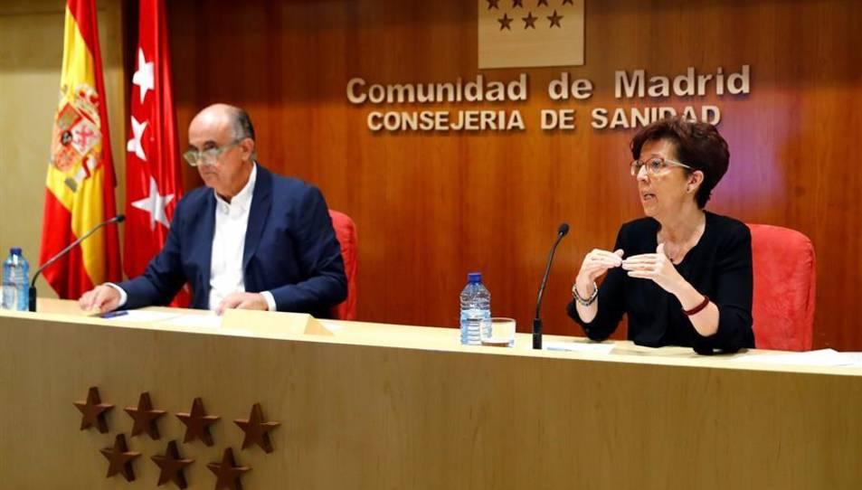 La directora general de Salud Pública, Elena Andradas, y el viceconsejero madrileño de Salud Pública y Plan COVID-19, Antonio Zapatero, durante la rueda de prensa.