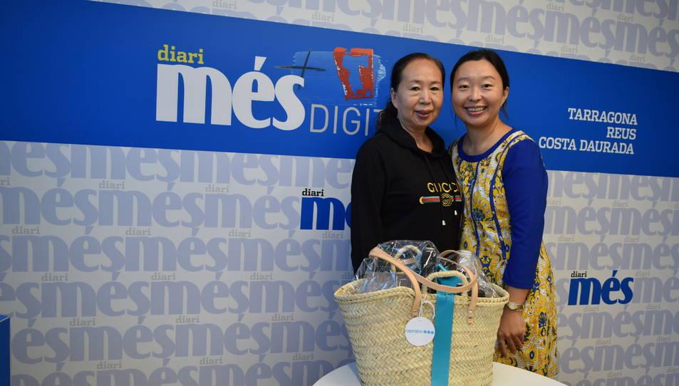 La Sun Xiaojiao i la seva mare amb la cistella.