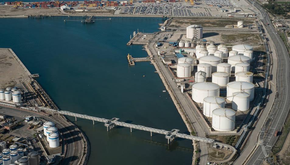 Imatge aèria de la nova xarxa contra incendis del Port de Tarragona, instal·lada a la zona d'hidrocarburs.