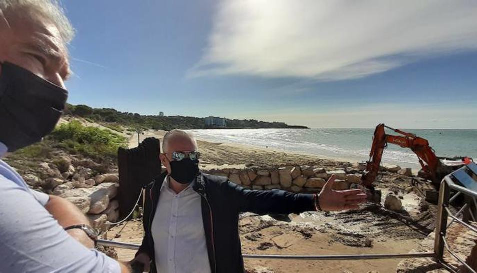 L'alcalde de Salou, Pere Granados, supervisa les millores