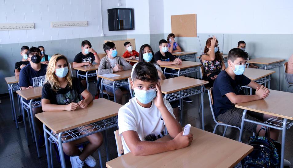 Pla general d'una classe amb alumnes d'ESO a l'institut Cristòfol Despuig de Tortosa