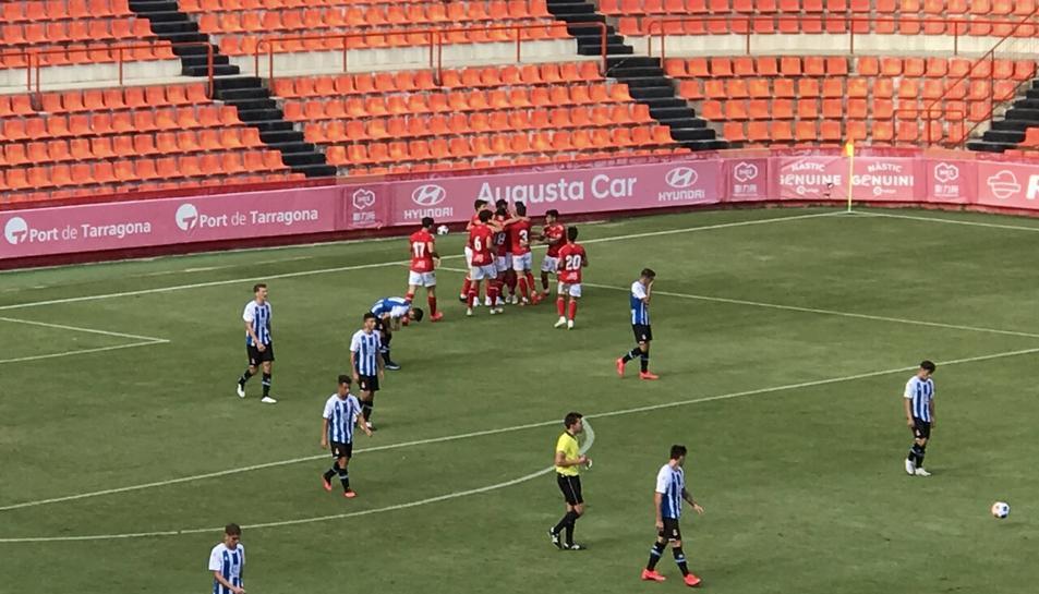 Els jugadors del Nàstic celebren el primer gol de la tarda.
