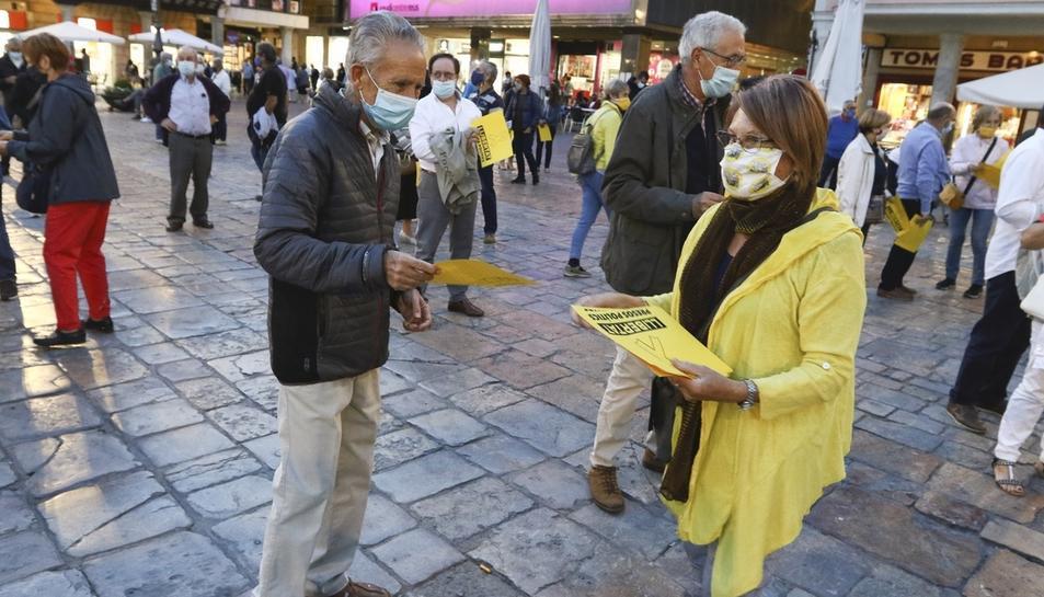 Concentració davant l'Ajuntament de Reus