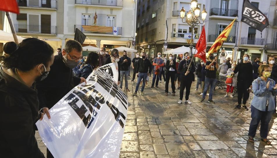 Concentración delante de el Ayuntamiento de Reus