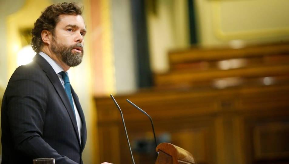 Pla mitjà del portaveu de Vox al Congrés, Iván Espinosa de los Monteros,