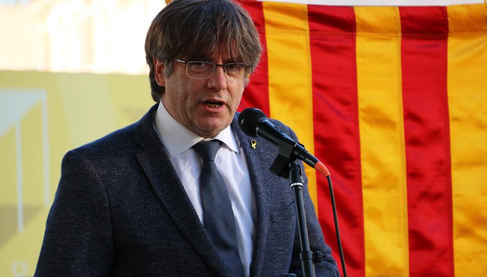 L'expresident Carles Puigdemont fent un discurs durant un acte de celebració de la Diada a Anvers.