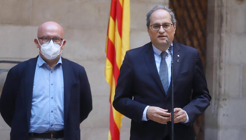 El president de la Generalitat, Quim Torra, atenent els mitjans de comunicació amb el seu advocat Gonzalo Boye.