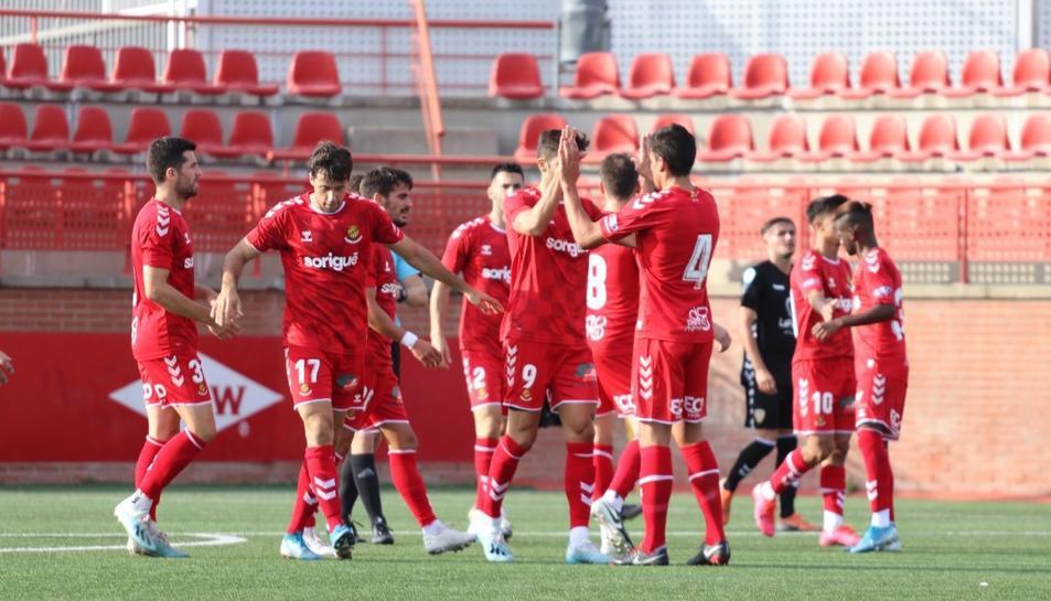 Els jugadors del Nàstic celebren un gol.
