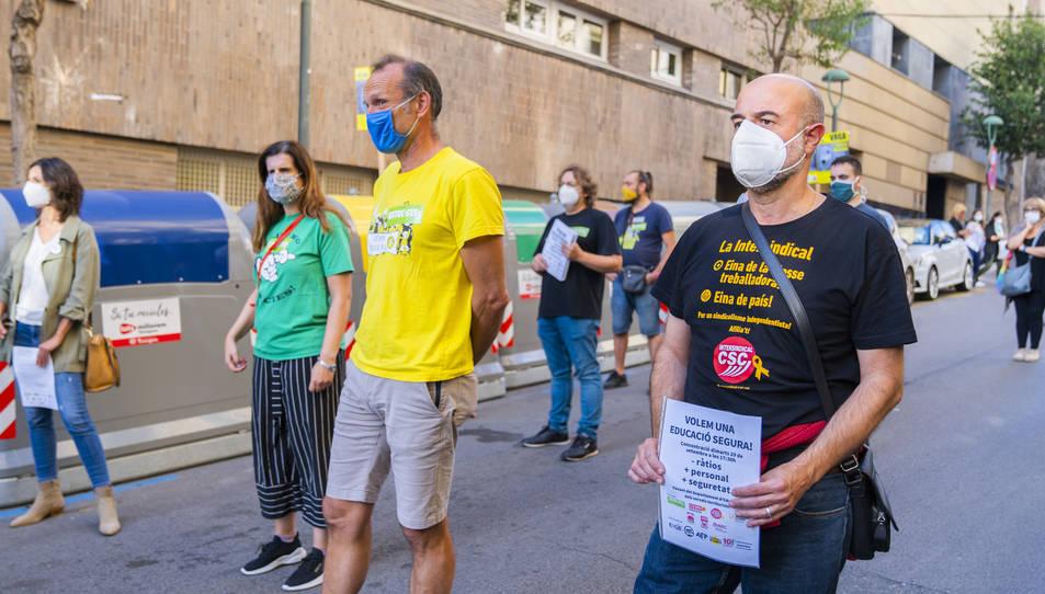 Els representants dels sindicats, ahir al carrer Sant Francesc.