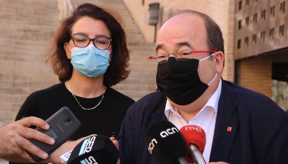 El primer secretari del PSC, Miquel Iceta, i la portaveu del PSC al Parlament, Eva Granados, davant del Palau de Congressos de Tarragona.