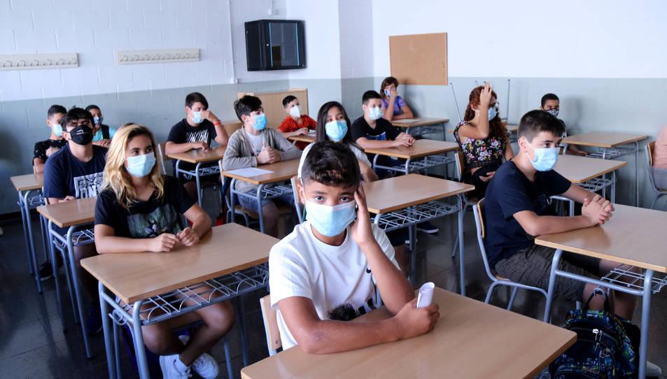 Pla general d'una classe amb alumnes d'ESO a l'institut Cristòfol Despuig de Tortosa.