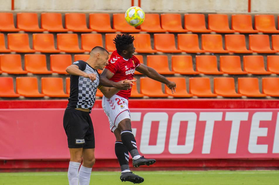 Thomas Amang, durant el Nàstic-Horta (0-0), primer duel de la pretemporada grana.
