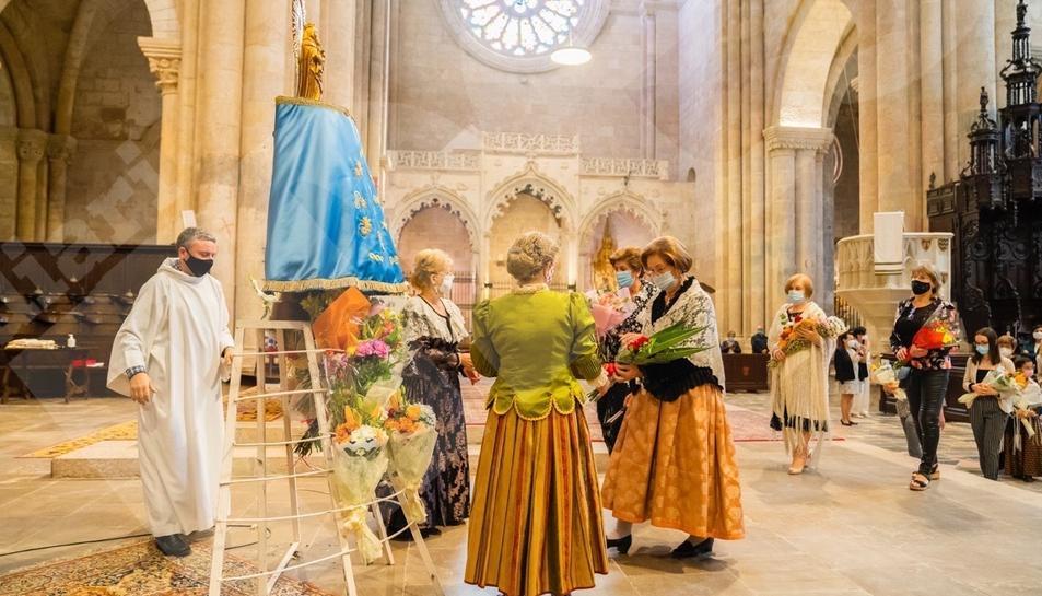 Ofrenda floral del Pilar