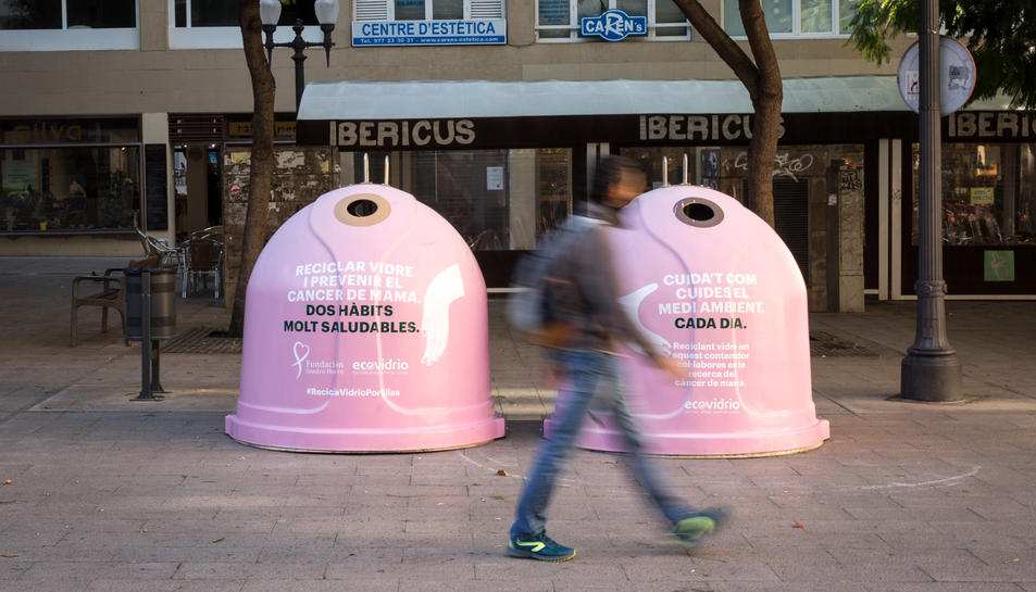 Imatge dels contendiros instal·lats a la plaça Verdaguer.