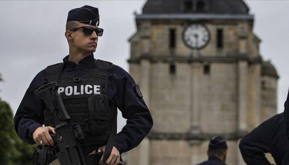 Imatge d'arxiu d'un agent de la policia francesa.