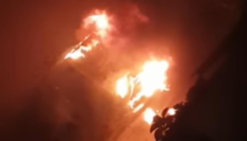 Imatge del cotxe que ha cremat a Bonavista