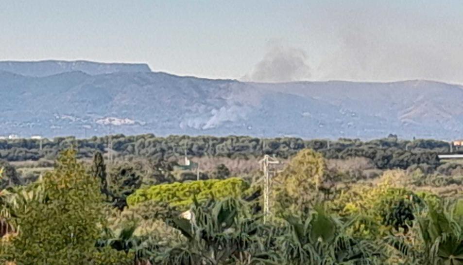 Imatge de la columna de fum, visible des de diferents indrets del Camp de Tarragona