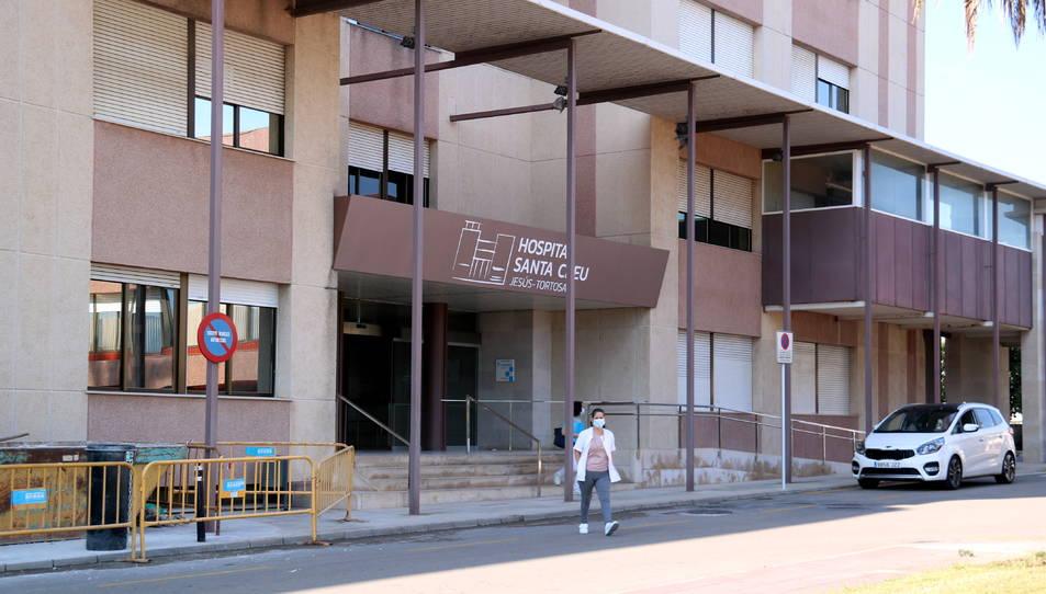 Entrada principal de l'Hospital Santa Creu de Jesús.
