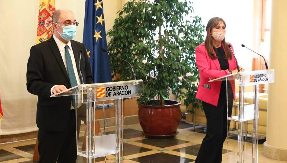 El president d'Aragó, Javier Lambán, i a la consellera de Salut, Sira Repollés, en la compareixença d'anunci de les noves mesures davan