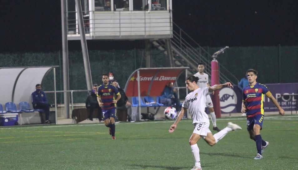 Francesc Fullana, durant una acció en la primera meitat, quan el Nàstic va proposar el seu millor futbol i, fins i tot, es va avançar en el marcador.