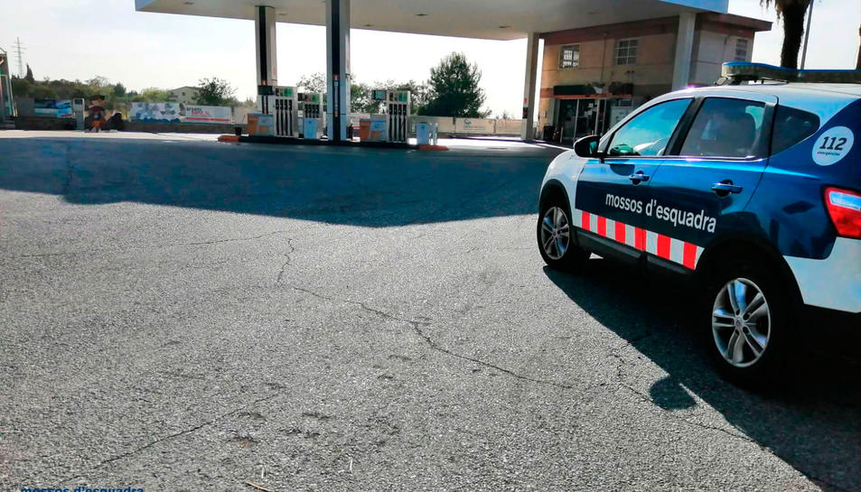 Imatge de la benzinera de Valls on es va produir el robatori.