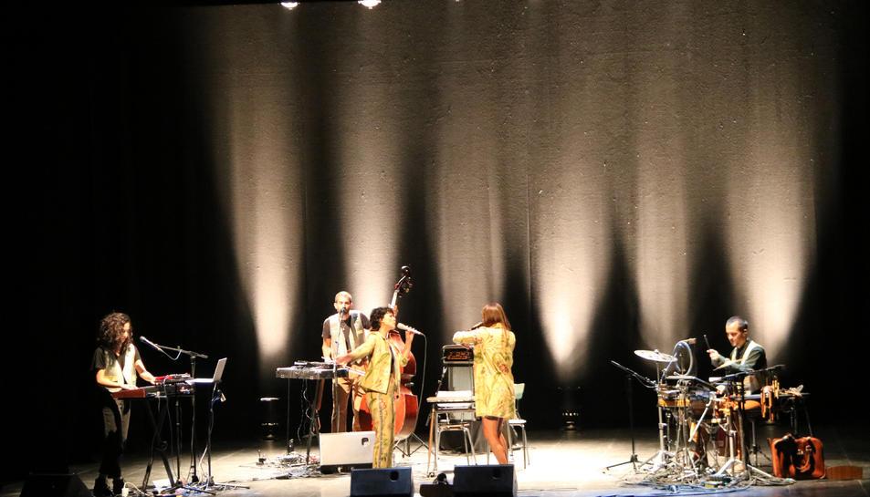 El concert de Paula Grande i Anna Ferrer al teatre Conservatori de Manresa