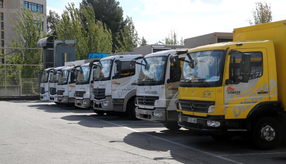 Imatge de camions de repartiment estacionats al centre de repartiment de Disbesa a Sant Joan Despí