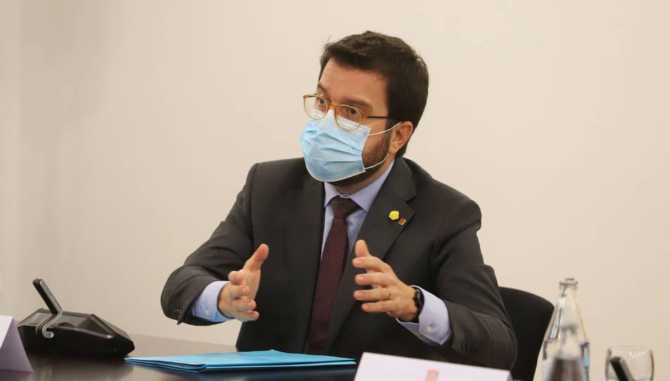 El vicepresident del Govern amb funció de president, Pere Aragonès, durant la reunió de Govern amb els grups parlamentaris per abordar la situació de la pandèmia