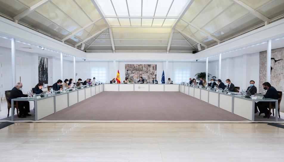 El president del govern espanyol, Pedro Sánchez, presideix el Consell de Ministres extraordinari per aprovar l'estat d'alarma