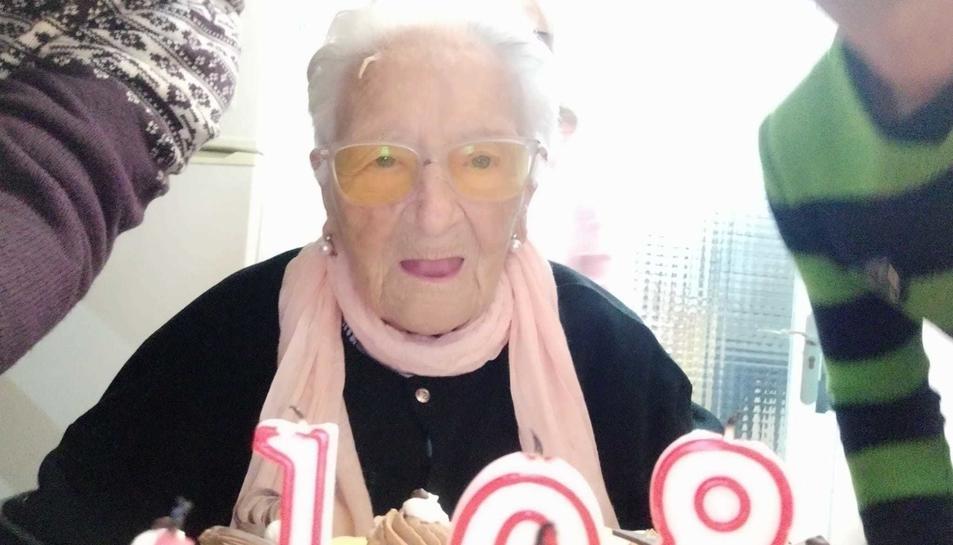 Imatge de l'Amèlia celebrant els seus 108 anys.