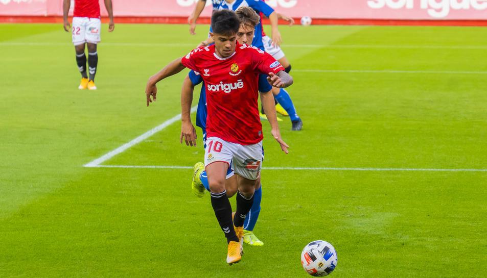 Brugui, durant una acció del Nàstic-Badalona d'aquest diumenge, que va acabar amb empat i sense gols.