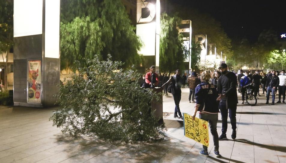 Protesta a Reus per les mesures de la covid-19