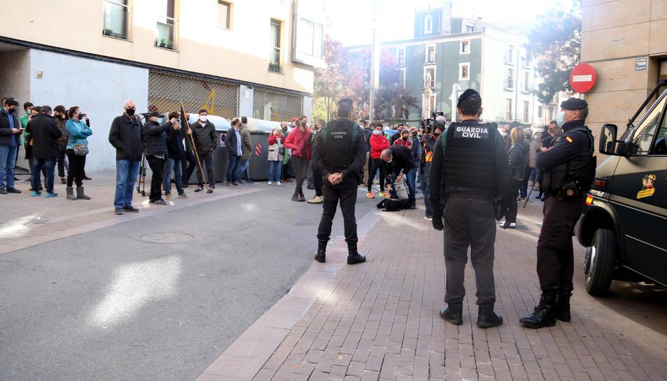 Concentració a prop del domicili d'Oriol Soler, a Igualada, aquest dimecres al matí