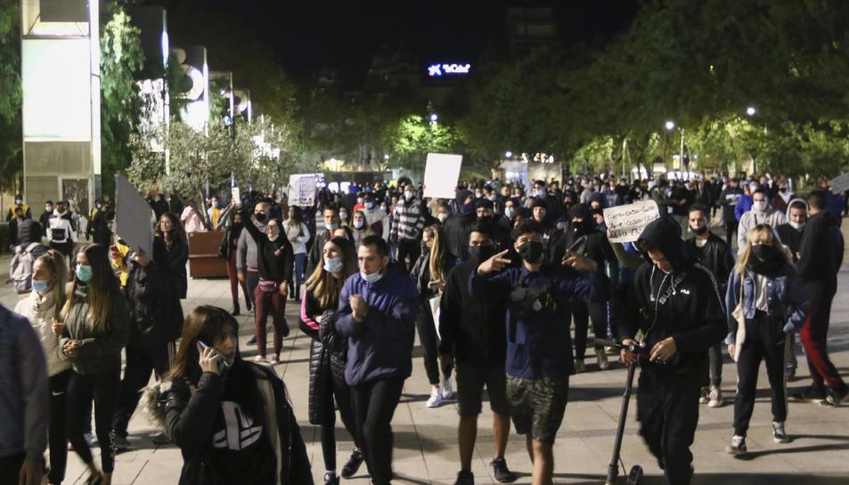 Un instant de la manifestació, durant la nit de dimecres.