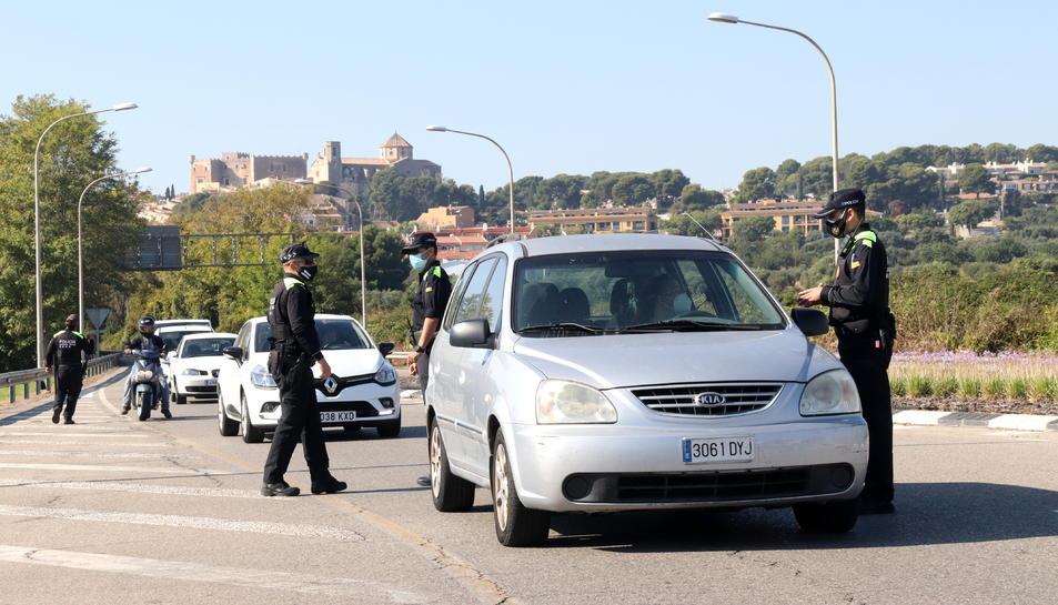 Pla general del control policial de desplaçaments entre Torredembarra i Altafulla.