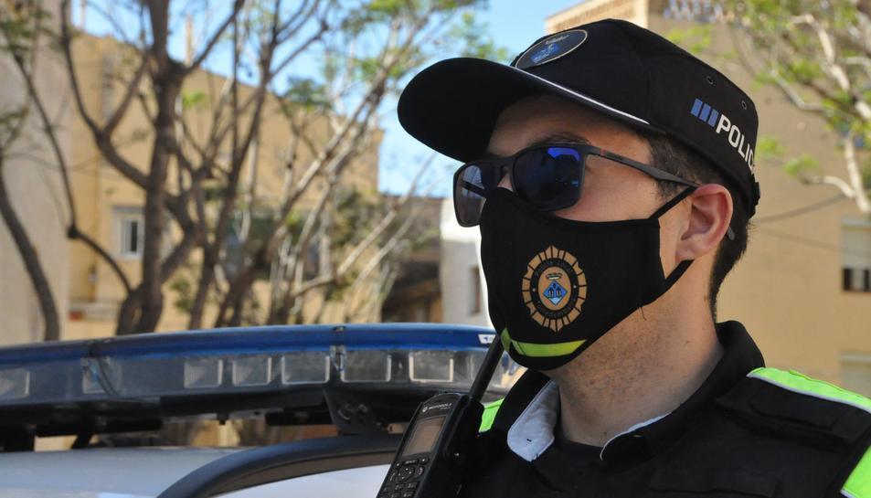 Imatge d'arxiu d'un agent de la policia local de Torredembarra.